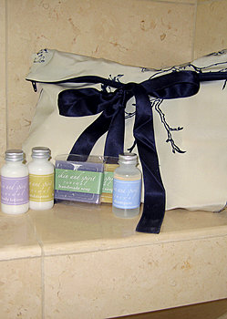 Luxury gift travel set