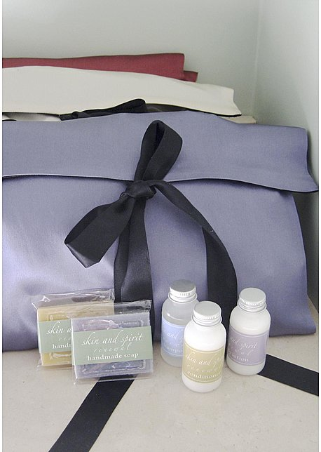 Bon Voyage Silk Travel Bag and Amenities